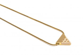 BeWooden Náhrdelník s dřevěným detailem Virie Necklace Triangle