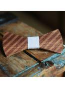 Pánský dřevěný motýlek Barber s bílou stuhou