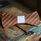 The Bow Bow Ties Pánský dřevěný motýlek Barber bílá